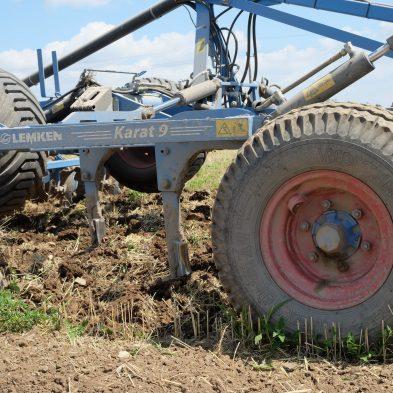 Bodenbearbeitung am Feld mit Topsoil Mapper und einer LEMKEN Karat 9