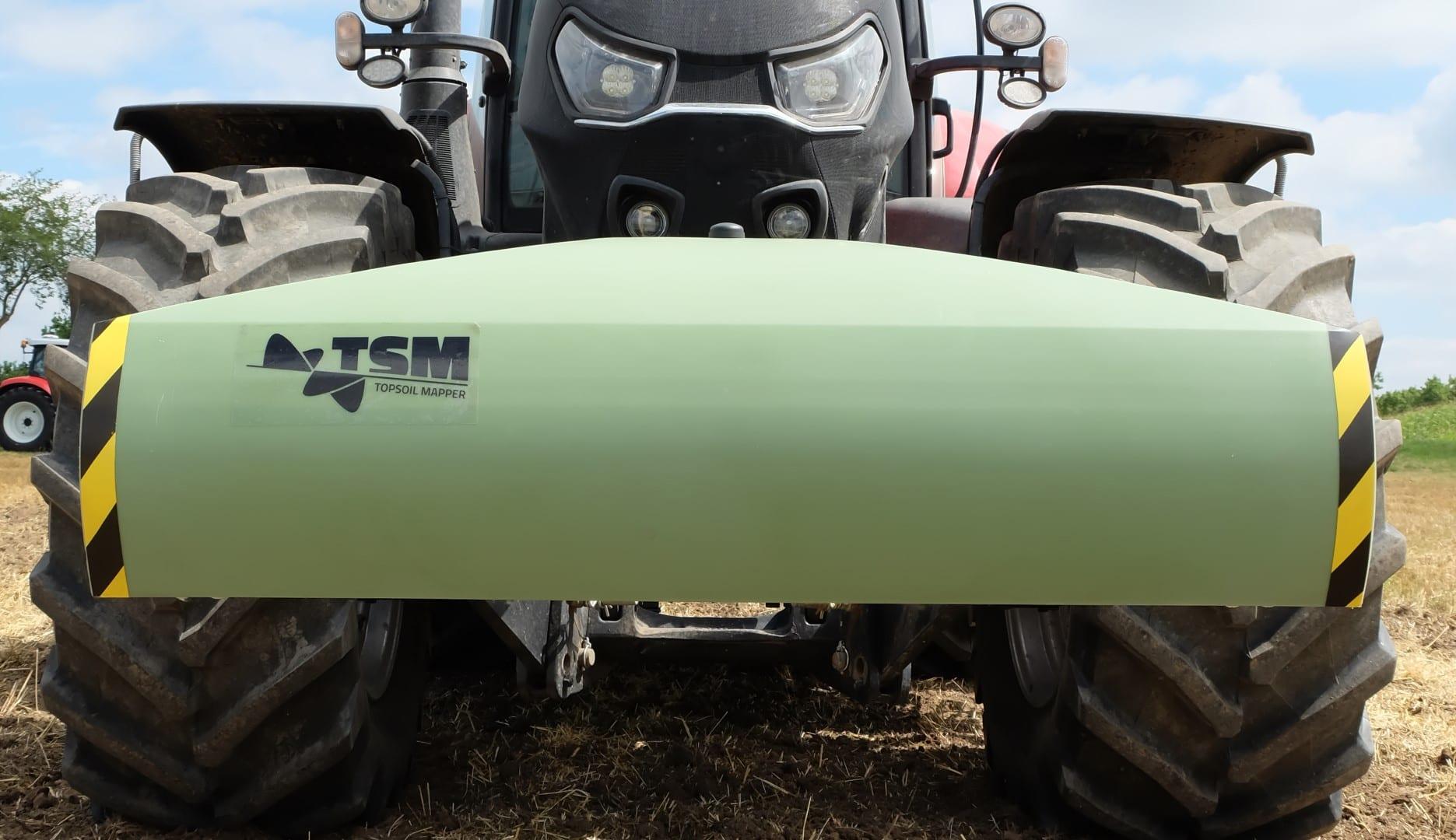 Topsoil Mapper Grün an der Front eines Traktors