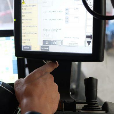 Display im Traktor für die variabel Bodenbearbeitung - Variable Depth Tillage